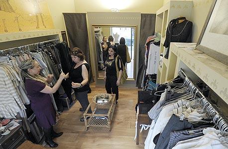 בוטיק בורדו, התות 6. בוטיק לבגדי מעצבים לנשים וליין אישי של בעלת החנות