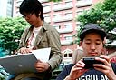 צעירים יפנים בתנוחה אופיינית