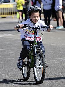 עומרי בהר על האופניים