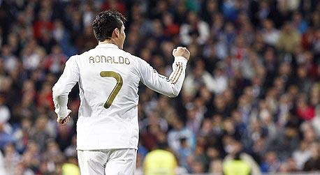 כריסטיאנו רונלדו. קשה לתאר שיש שחקן שכבש יותר מ־100 שערים בפחות מ־100 משחקים ועדיין מתלוננים עליו. אבל אלו אוהדי ריאל מדריד — הם רואים עצמם כבעלי זכות לראות את הכדורגל הטוב בכל הזמנים מדי משחק
