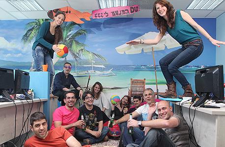 עובדי דאבל וריפיי במשרדים בתל אביב. מתאימים פרסומות לגולשים