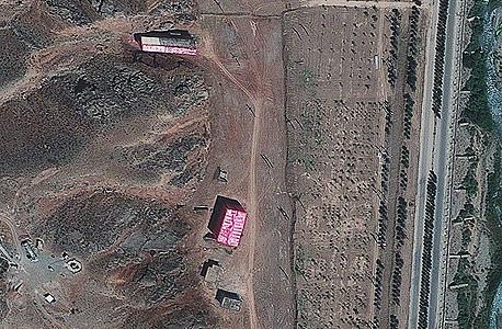 מבנה המיועד לפי הערכה לניסויים גרעיניים במתקן ליד טהראן. בצילום שפורסם בשבוע שעבר נראה כי המתקן כוסה בבד ורוד כחלק מהניסיון להסתיר את הפעילות בו