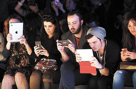 צעירים באיסטנבול. הצמיחה של שוק הטאבלטים והסמארטפונים במערב אירופה צפויה להקפיץ ב-65% את ההכנסות של האתרים הגובים תשלום