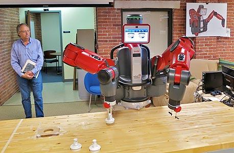 מחליף פועל ייצור. יוצרי הרובוט־הלומד בקסטר משווקים אותו כתשובה האמריקאית לייצור הזול בסדנאות היזע באסיה