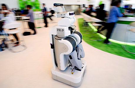 מחליף עוזרת בית. הרובוט האישי PR2 ניתן לתכנות פשוט, וכיום הוא אופה, מקפל, מביא דברים מהמקרר ומוריד את הכלב לטיול