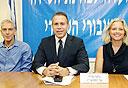 חברי הוועדה לבדיקת רשות השידור ושר התקשורת (מימין) קרני זיו, גלעד ארדן ורם לנדס