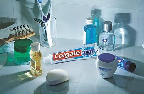 משחת שיניים מלבינה. ניתן להסתפק במשחה רגילה