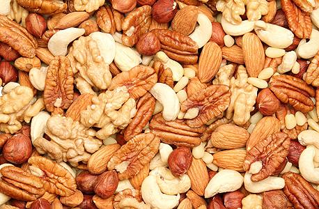 אגוזים. מקור טוב לחלבון ולברזל