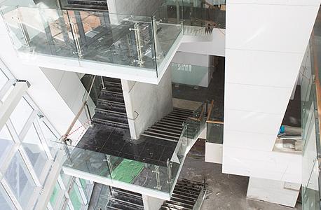 המדרגות הפנימיות של המבנה