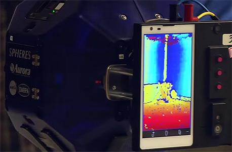 סמארטפון אנדרואיד מפעיל רובוט בתחנת החלל הבינלאומית