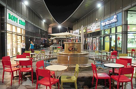 חנויות ריקות בקניות one פלאזה בבאר שבע בעקבות מבצע צוק איתן