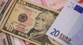 """דולר יורו מטבעות אירו מטבע חוץ מט""""ח, צילום: בלומברג"""