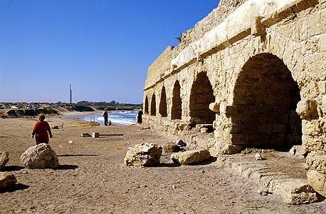 אמת מים רומית בקיסריה. למה ירושלים התייבשה?