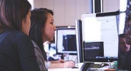 נשים מתכנתות סטארט אפ מחשב