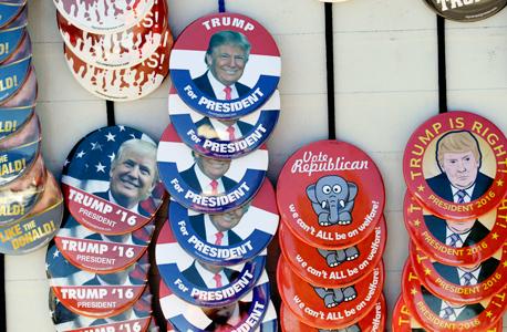 טראמפ וסיכות הקמפיין שלו, צילום: איי פי