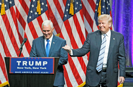 דונלד טראמפ מציג את סגנו מייק פנס, צילום: אי פי איי
