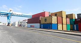 מכולות תקועות ב נמל אשדוד, צילום: גדי קבלו