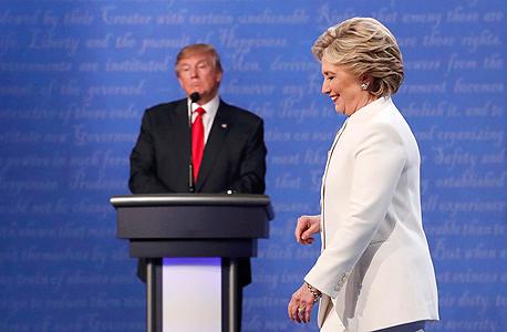 """הילרי קלינטון ודונלד טראמפ בעימות השלישי בחירות בארה""""ב, צילום: רויטרס"""