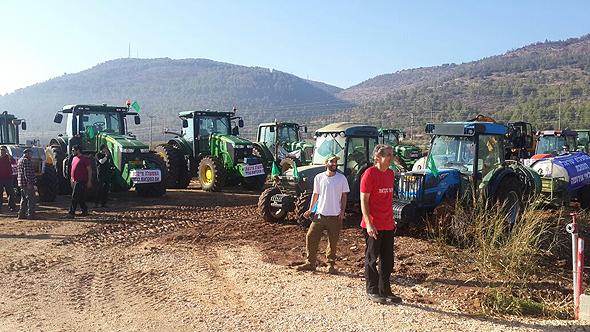 """טרקטורים בחווה ישראלית. צילום: יח""""צ"""