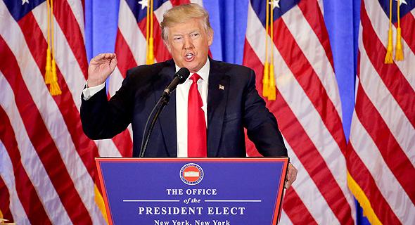 """נשיא ארה""""ב דונלד טראמפ נואם במסיבת עיתונאים ב ניו יורק, צילום: איי פי"""