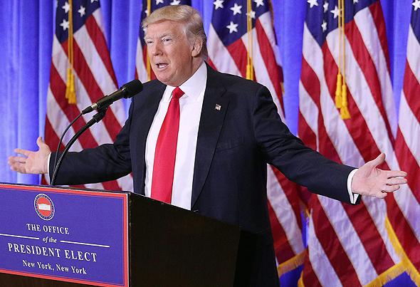 """נשיא ארה""""ב דונלד טראמפ נואם במסיבת עיתונאים ב ניו יורק, צילום: אי פי איי"""