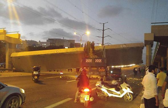 הגשר שקרס על כביש 4