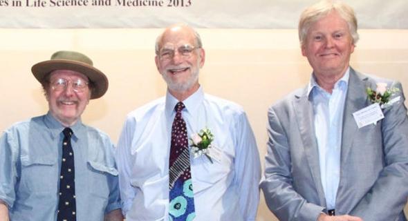 מימין: מייקל יאנג, מייקל רוסבאש וג'פרי סי הול