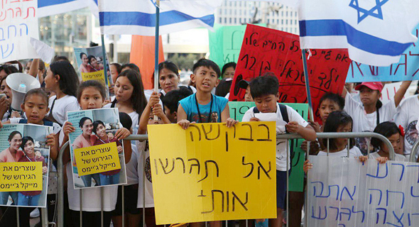 Morris Kahn, Yossi Vardi, Urge Netanyahu to Halt Deportation of Israel-Born Children of Migrant Workers