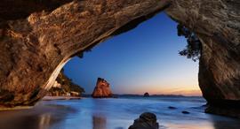 פוטו חלונות לים קתדרל קוב ניו זילנד, צילום: שאטרסטוק
