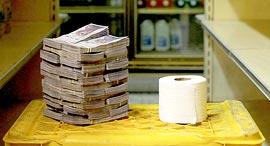 פוטו ונצואלה משבר כלכלי כסף נייר טואלט