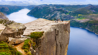 פוטו מקומות שחייבים להיות בהם סלע פולפיט פריקסטולן נורווגיה , צילום: שאטרסטוק