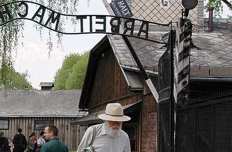"""תמונות של מחנה ההשמדה אושוויץ הוגדרו על ידי כלי התיוג האוטומטי של פליקר כ""""מתקן ספורט"""", צילום: בלומברג"""
