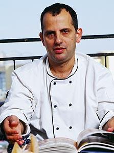 """מנה שטרום, שף יועץ לפיצריית הבוטיק פוקו: """"אני מעריך שאם העשור הקודם היה שייך לסושי, העשור הזה יהיה איטלקי"""", צילום: אסף פינצ"""