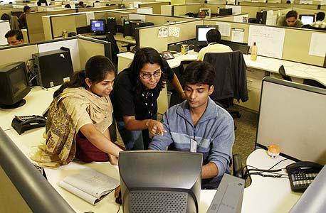 מתכנתים בהודו. הפיתוח למובייל אינו משתלם