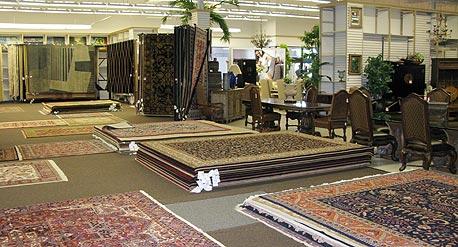 """חנות Designer's Furniture Market ביוסטון. """"בגלל המצב הכלכלי הקשה, אני מתנהל עם הספקים בלחץ רב"""""""