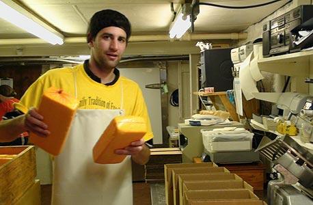העבודה הכי קשה. יצרן גבינה, ויסקונסין