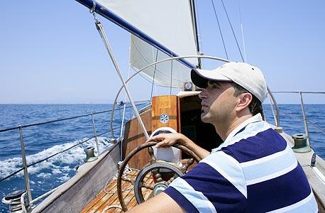 אהוי, קפטן. עלות השכר של קפטן ביאכטה גדולה עשויה להגיע ל-20 אלף יורו בחודש