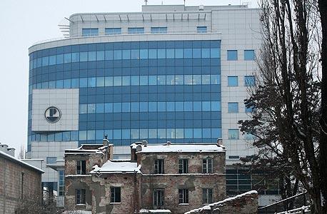 הבניין של מפעל התרופות פליבה, הבנוי על חלק מהשטח שבמוקד הסכסוך