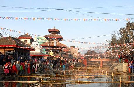 קטמנדו, נפאל. לא מרוצים מההכנסה ועם הרבה רגשות שליליים, צילום: אי פי אי