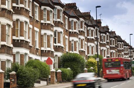 לונדון. שוק יקר ודקדקן