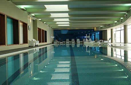 הבריכה במגדל