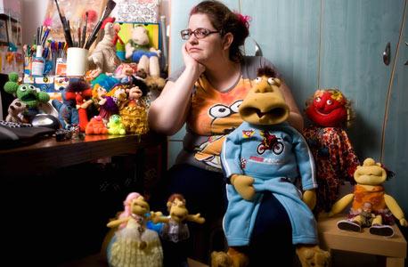שרונה ראובני. מוכרת בובות לפי דיוקן המזמין