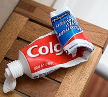 מה יש בפנים? משחת שיניים קולגייט