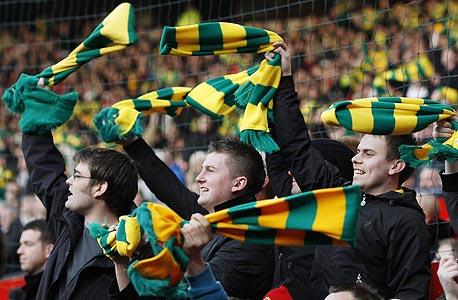 אוהד מנצ'סטר יונייטד. 105 מיליון איש הגיעו למשחקי הליגות הראשונות באירופה