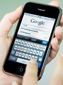"""דו""""ח טכנולוגי: סליחה, גוגל, מה את עושה באייפון שלי?"""