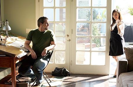 """גלוריה ודייב קלדרון-קלט בביתם. """"אנחנו גרים בבית קטן ונוסעים בהונדות"""""""