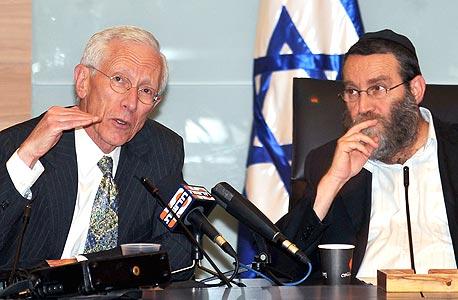 """סטנלי פישר נגיד בנק ישראל וח""""כ משה גפני יו""""ר ועדת הכספים, צילום: גיא אסייאג"""