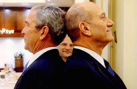 """טורבוביץ' (במרכז), בין אולמרט לג'ורג' בוש. """"קרא לי מיסטר טי"""""""