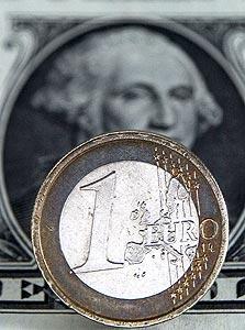 היורו נגד הדולר, צילום: בלומברג
