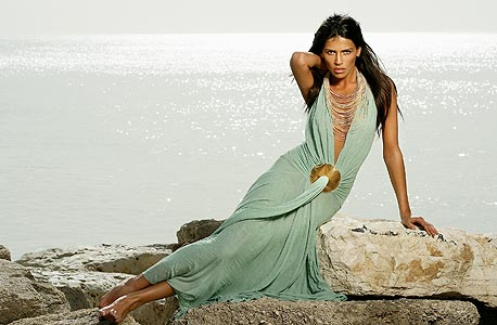 שמלת ערב של יוסף, צילום: אייל נבו